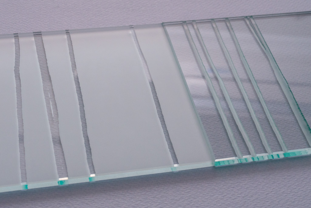 glass (sandblasting) 198 x 300 x 5 mm (each)